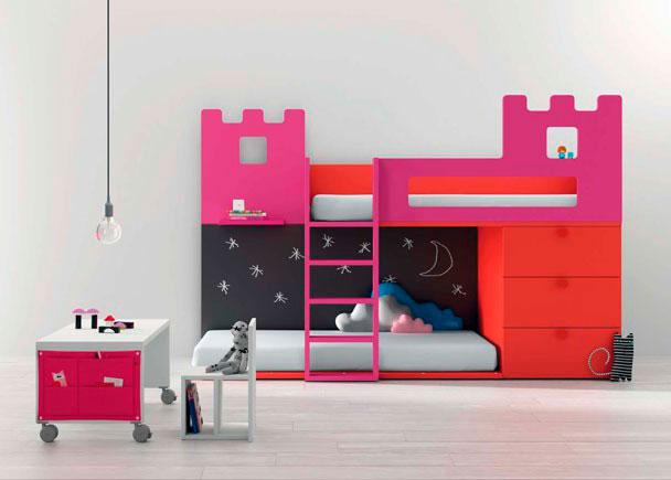 <p>Litera infantil con forma de castillo con cajones contenedores con el mismo fondo que la cama.Los cajones se pueden cambiar por un armario.</p>