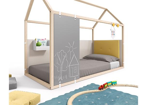 <p>Dormitorio infantil con cama en forma de casita, fabricada en madera de haya + complementos personalizables.</p>