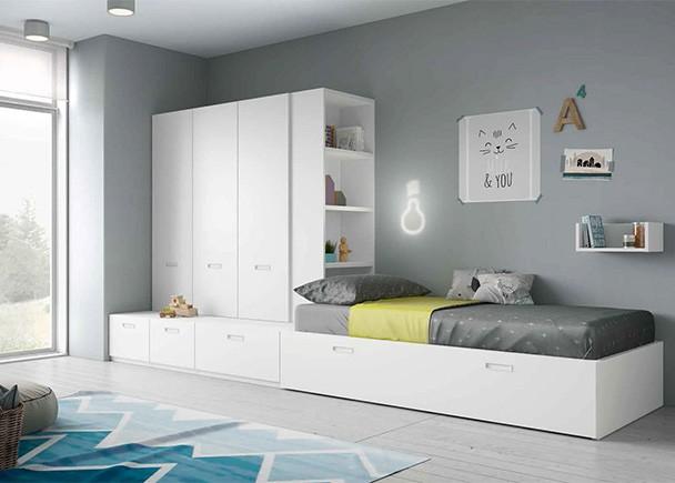 <p>Dormitorio juvenil de linea modular, equipado con modulos de cajones con gu&iacute;as y un modulo con somier de arrastre nido. Sobre los cajones base se han apilado una serie de armarios con una librer&iacute;a de acceso lateral.</p>