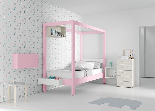 <p>Dormitorio infantil equipado con una cama con dosel, pensado para las niñas se sientan como unas verdaderas princesas. El ambiente se completa con un sinfonier, un secreter y unos módulos de pared en diferentes formatos.</p>