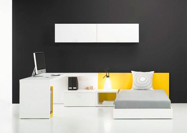 <p>Dormitorio Juvenil con Cama Aro, Panel cabezal lacado, Mesa de estudio, Mesita de noche abierta y Altillo con 2 puertas abatibles.</p>
