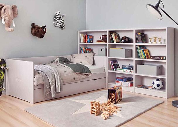 <p>Dormitorio juvenil modular de calidad de linea colonial y rom&aacute;ntica, fabricado en madera de haya con lacas texturadas.</p>
