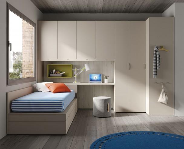 <p>Dormitorio juvenil con cama con cajones, un arcón que sirve de base al escritorio, un armario en rincón de puertas plegables y un altillo puente de 4 puertas.</p>