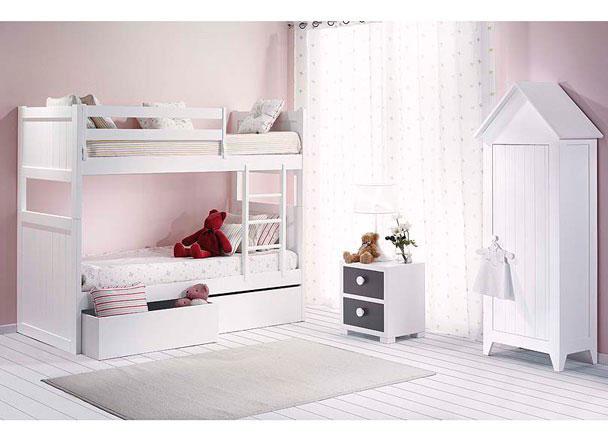 Habitación Infantil con Litera de 2 camas y armario con forma de casita. La litera cuenta con dos grandes cajones en su base, pero está también disponible con cama nido.Quitamiedos y escalera incluido en el precio