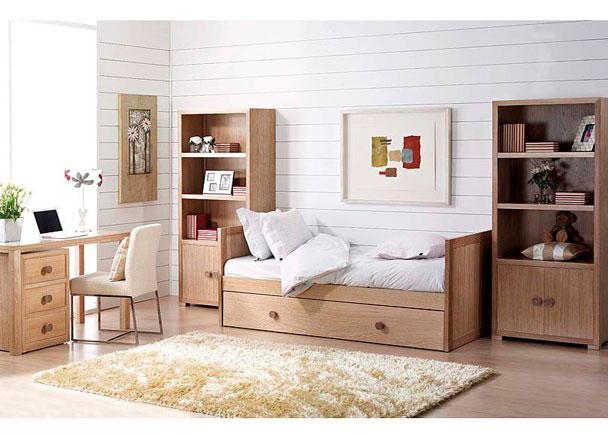 Dormitorio Juvenil acabado en Roble, compuesto de Cama nido, estanterías con puertas y trasera y mesa de estudio con soporte de cajones.