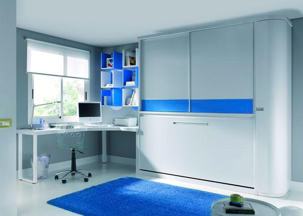 <p>Habitación con cama abatible, armario corredero superior, armario terminal curvo y Mesa de estudio en L con patas blancas.</p>