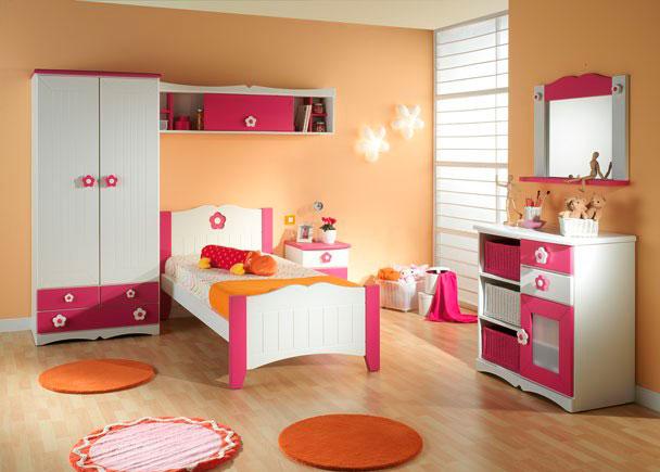 Juvenil con armario 2 puertas, cama, mesita, cómoda, espejo y altillo.