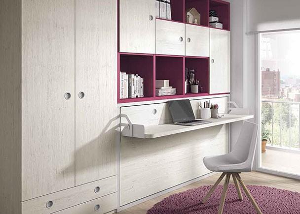 <p>Dormitorio juvenil con cama abatible horizontal, escritorio plegable y armario recto de dos puertas con cajones vistos.</p>