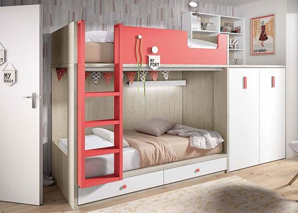 Habitación infantil con literas tipo tren con armario y base de 2 cajones. Los módulos block son extraibles con ruedas, para facilitar el acceso a