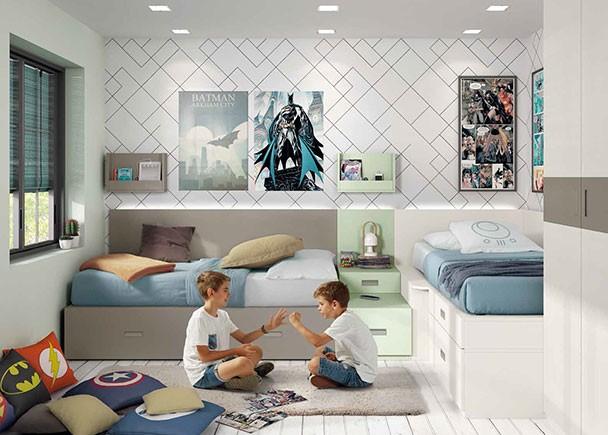 <p>Dormitorio infantil con armario y dos camas modulares dispuestas en L, compuestas a base de elementos base y otros apilables. El ambiente cuenta además con un armario recto de dos puertas.</p>