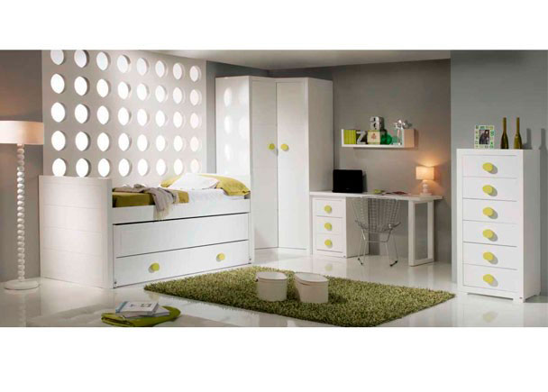 <p>Habitaci&oacute;n juvenil de estilo colonial con cama compacta modelo SPORT para somier de 90 x 190. Con base de 2 ba&uacute;les y una segunda cama deslizante.</p>