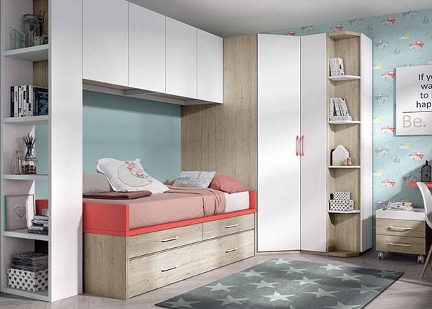 habitación infantil con compacto nido de 2 cajones con somier de arrastre. A la izquierda de la cama se ha colocado una estantería lateral que sir