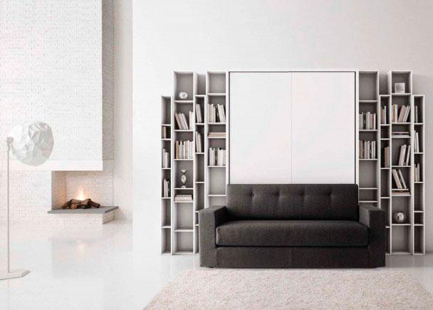 Comedor moderno italiano con composición mural con librería modelo Manhattan, que incluye sofá y cama y cama abatible vertical de matrimoni
