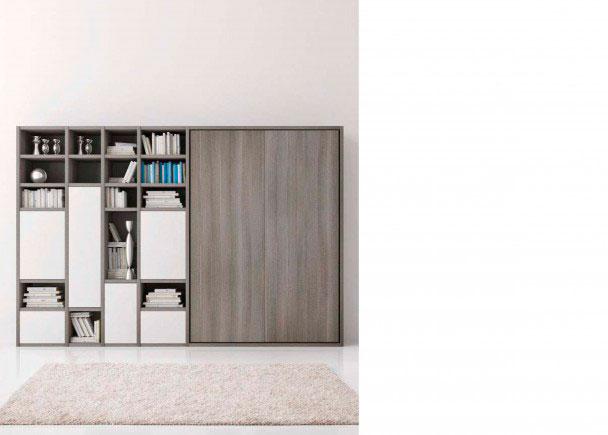 <p>Sal&oacute;n italiano de 324,2 de ancho x 218,8 de altura x 40,5 de fondo, que dispone de una librer&iacute;a asim&eacute;trica y de una cama abatible vertical de matrimonio.</p>