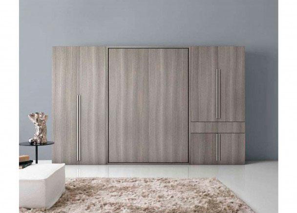 Es una composición que integra una cama abatible vertical de matrimonio de 356,2 de ancho x 218,8 de altura x 52,5 de fondo.