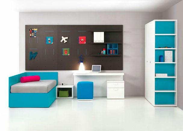 <p>Juvenil con Cama Canapé para colchón de 90x190 lacada, Mesa estudio con trasera, Módulo bajo, Cajonera, Armario Puerta Batiente y Estanterías de pared.</p>
