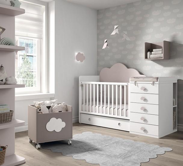 <p>Habitación infantil con cuna convertible para colchón de 120x60, barandilla móvil y con módulo de 5 cajones. El ambiente se completa con un armario recto de 2 puertas con terminal de estantes curvos. La cuna se convierte en una Se convierte a una cama de 190x90.</p>