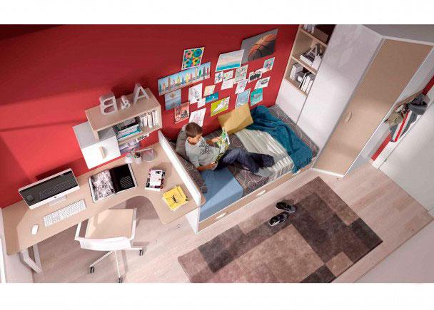 <p>Espaciosa habitación juvenil, distribuída con dos zonas diferenciadas.<br />La zona de descanso la componen un amplio armario chaflán (puede ser derecho o izquierdo. <br />Este armario dispone de una librería en uno de los frentes, de 90 cm de ancho x 118 h<br />La cama es un nido con 3 cajones sin brazos, para somier de 190 x 90.<br />Como costado de la cama, hemos elegido una encimera con cabezal, que independiza la zona de descanso de la zona de estudio.<br />Esta mesa en angulo, se apoya también sobre una pata cuadrada.<br />Sobre la mesa, hemos realizado una composición mural a base de dos módulosenlazados y un perchero mural, situado junto al armario.<br /><br /></p>