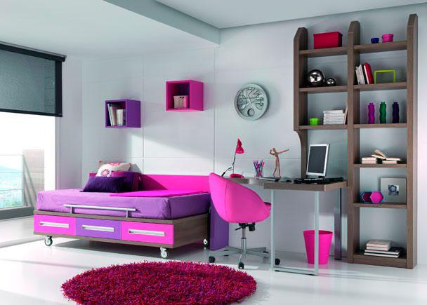 <p>Dormitorio con cama con ruedas para colch&oacute;n de 90*190. La forma en L de la mesa crea una divisi&oacute;n del ambiente, ideal para habitaciones estrechas y largas.</p>