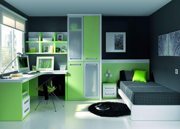 <p>Habitación en pistacho y blanco con cama con cabezal y armario 4 puertas.</p>