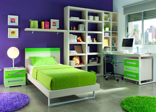 <p>Habitación Moderna y Fresca, zona de estudio con una importante librería. La mesa de estudio se fabrica a medida.</p>