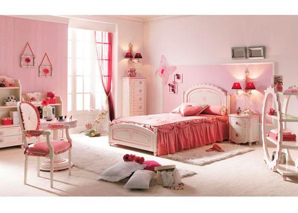 <p><strong>Dormitorio de princesa lacado en blanco con detalles en rosa</strong>. El cabezal es personalizable con el nombre de la ni&ntilde;a.</p>