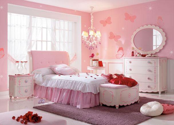 <p><strong>Dormitorio de Princesa</strong> lacado en blanco con detalles en color rosa. Cabezal tapizado en raso, mesita de noche decorada, C&oacute;moda 4 cajones con espejo.</p>