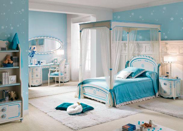 <p>Habitación infantil con Cama Dosel, una auténtica habitación para el rey de la casa. Se puede personalizar el cabezal con el nombre del niño.</p>