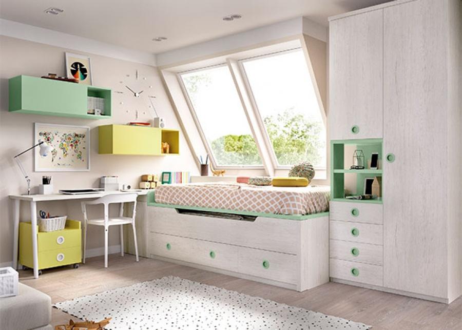 <p>Habitaci&oacute;n infantil, equipada con&nbsp;un compacto de dos camas&nbsp;; una cama principal fija para colch&oacute;n de 90x190 y una deslizante de la misma medida, con base de cajones. El ambiente cuenta tambi&eacute;n con un arc&oacute;n de puerta extra&iacute;ble que sirve de base de apoyo al escritorio y un armario de dos puertas con cajones vistos.</p>