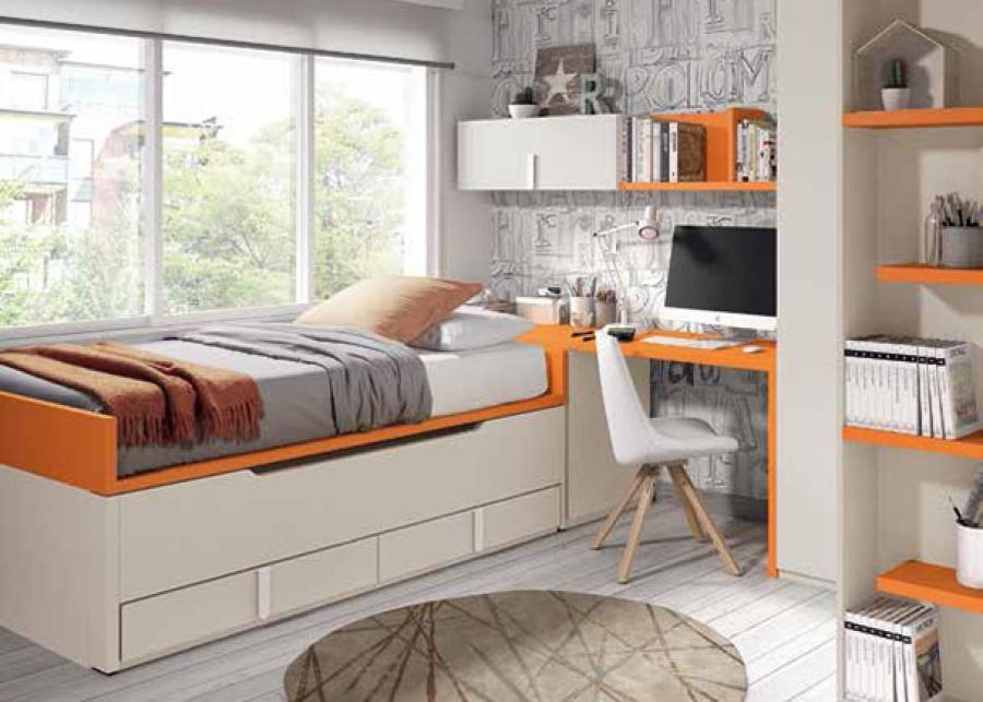 <p>Dormitorio infantil equipado con un compacto de 2 camas; una cama fija y una deslizante (ambas de 90 x 190). En la cabecera de la cama se ha colocado un arcón de puerta extraíble que sirve de apoyo al escritorio. A continuación se encuentra el armario rinconero con terminal de estantes.</p>