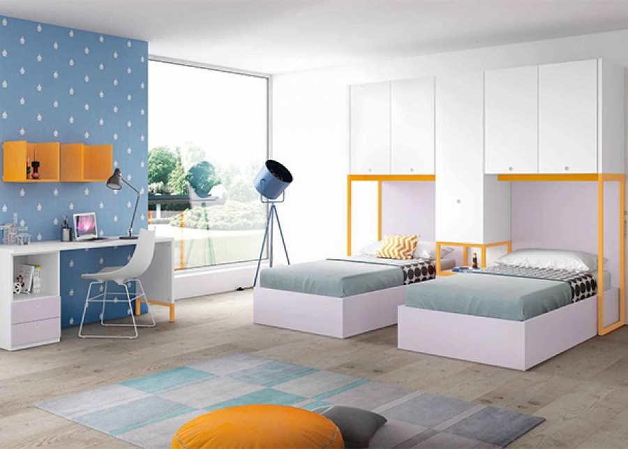 <p>Dormitorio infantil con dos camas de base fija, altillo puente con armario a suelo y zona de estudio con módulo de apoyo.</p>
