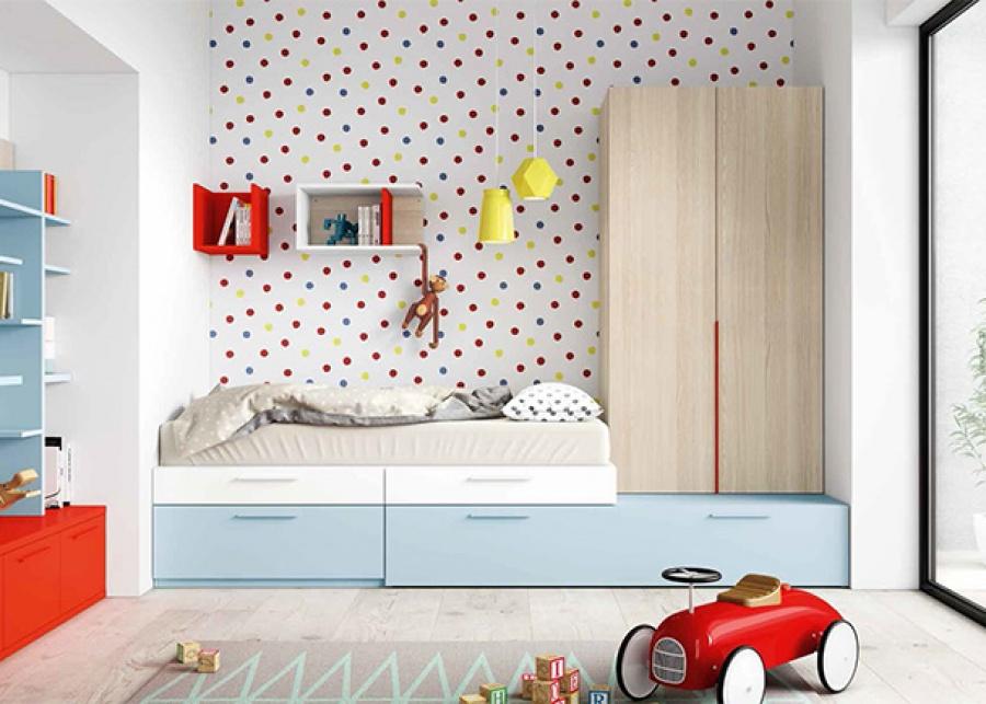 <p>Habitación infantil con gran capacidad de almacenamiento, ya que la cama de estilo modular se compone a base de cajones de diferentes alturas y un metro de fondo. Entre los módulos base se incluye también una cama nido con somier de arrastre paracolchón de 90 x 190 y un armario apilable.</p>