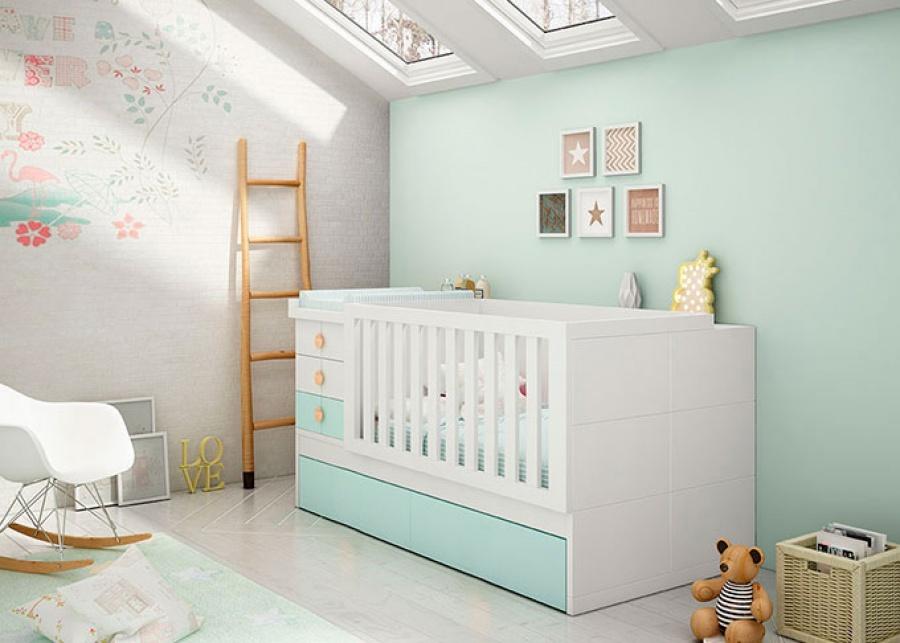 Habitación infantil con una cuna convertible para colchón de 70 x 140 con base nido de arrastre. La gran ventaja de las cunas convertibles e