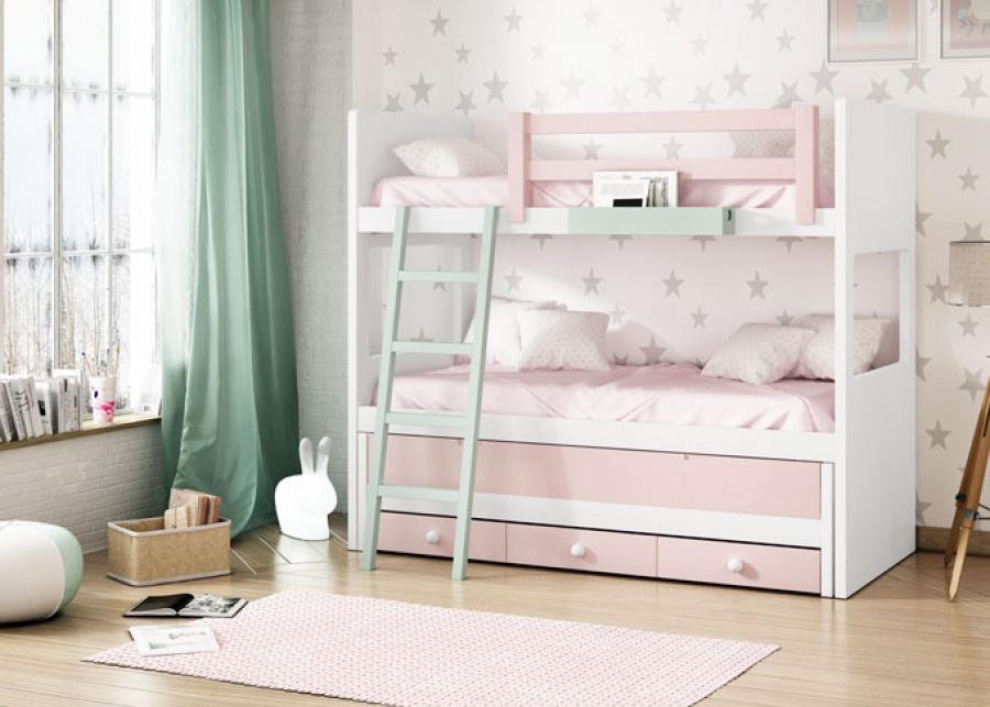 <p>Habitaci&oacute;n infantil triple formada por una&nbsp; litera y compacto con cama&nbsp; de arrastre y base de tres cajones. La litera alta dispone de una barandilla quitamiedos y escalera mobil para un mejor acceso.</p>