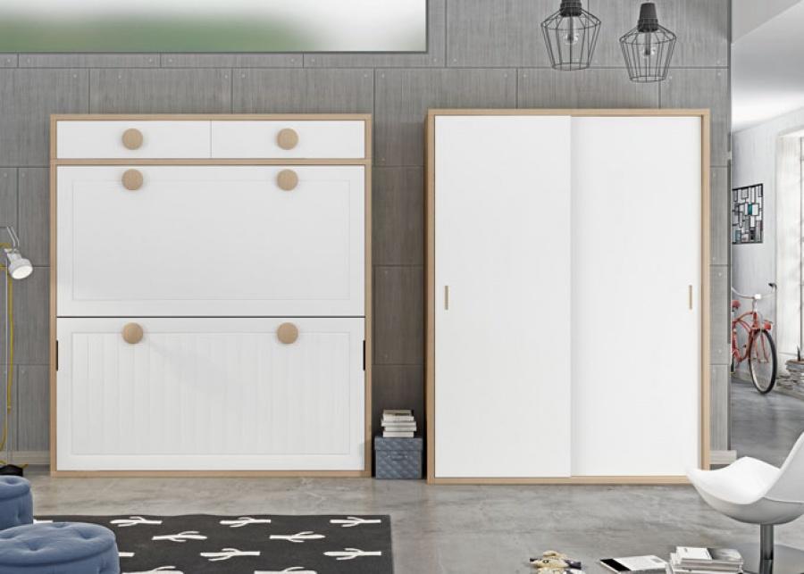 <p>Habitaci&oacute;n juvenil con litera abatible en horizontal con un altillo de dos puertas, adem&aacute;s dispone de un armario de dos puertas correderas</p>