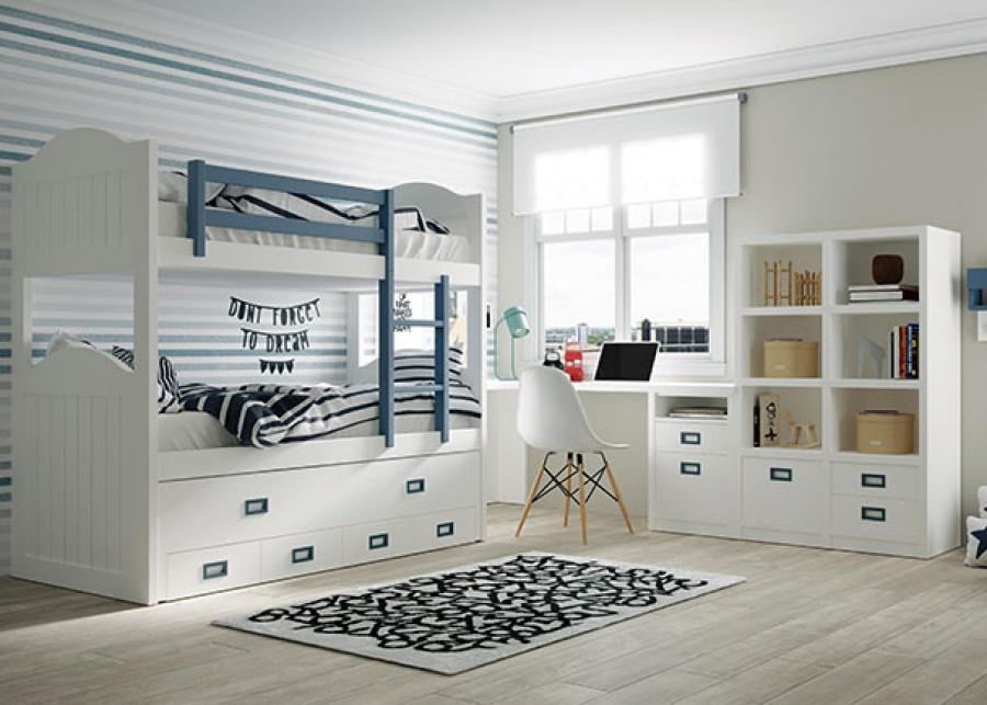 <p>Dormitorio infantil triple con litera de brazos altos curvos y cama de arrastre con cuatro cajones de base. Además de una zona de estudio formada por una amplio escritorio con un modulo bajo con cajones y una librería de dos columnas.</p>