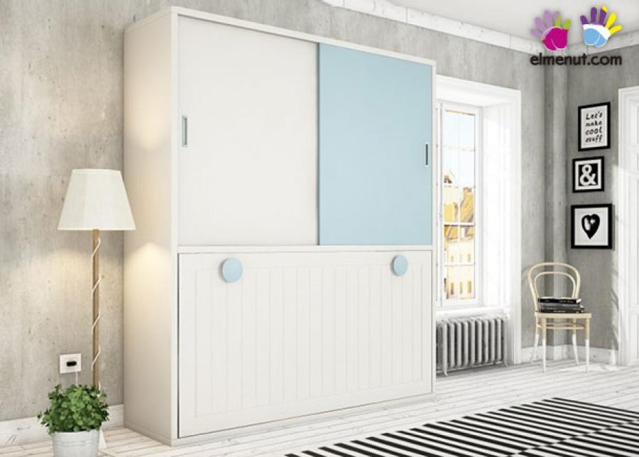 <p>Dormitorio juvenil formado por una cama abatibe en horizontal con un armario de dos puertas correderas en la parte superior.</p>