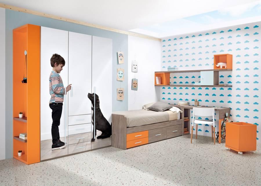 <p>Habitaci&oacute;n infantil equipada con cama compacta con brazos de 190 x 90 y&nbsp; base de 2 cajones y 2 contenedores.<br />El ambiente se completa con un armario de 3 puertas con m&oacute;dulo central de cajones vistos y terminal con estantes. Sobre las puertas se ha agregado una imagen estandar (la imagen se puede personalizar)<br /><br />Cabecera de la cama: arc&oacute;n&nbsp; di&aacute;fano con dos bandejas extraibles,&nbsp; sobre el que apoya el sobre de escritorio, con pata perchero.<br />La composici&oacute;n mural es completamente personalizable. (En la imagen, 2 cubos di&aacute;fanos, 1 cubo con puerta y 2 estantes con soporte oculto con led de superficie)<br /><br /></p>