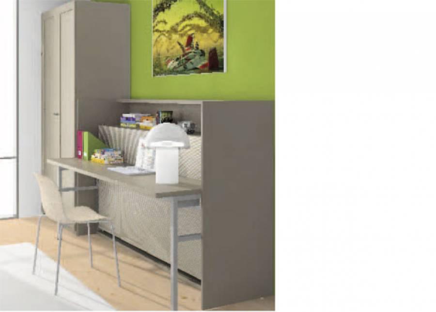 <p>Dormitorio infantil con armario de 2 puertas de 102 de ancho y 226,4 de altura.&nbsp;Junto al armario se ha situado un mueble convertible que incluye un estante visto, una mesa de estudio y esconde una cama abatible de apertura horizontal en su interior.</p>