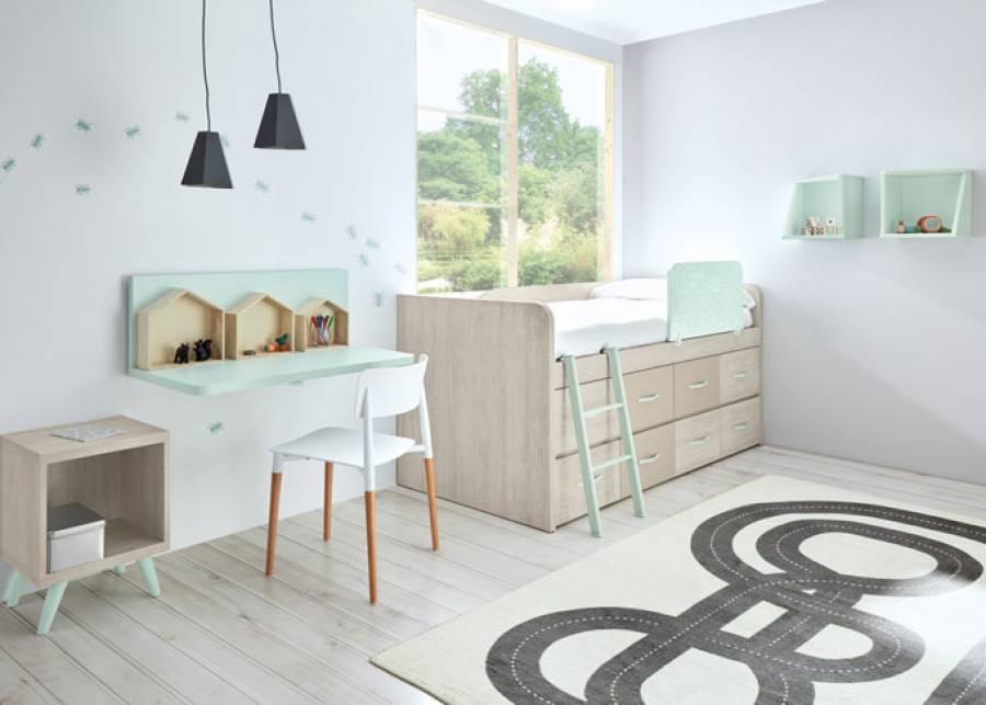 Habitación infantil con alto compacto de 8 cajones con escalera y zona de estudio con escritorio suspendido.