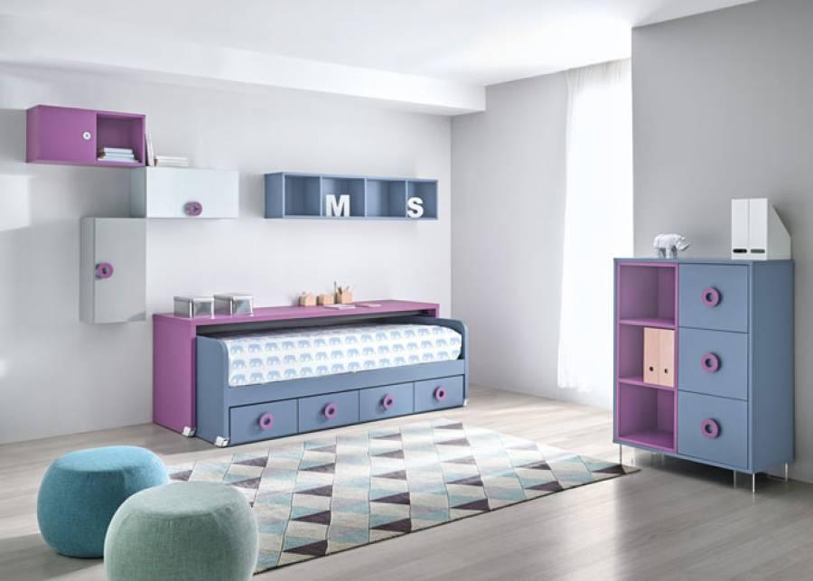 <p>Habitaci&oacute;n juvenil equipada con un novedoso mueble cama formado por un nido con base de 4 cajones y un amplio escritorio desplazable. Composici&oacute;n mural a base de m&oacute;dulos di&aacute;fanos, con puertas y mixtos y mueble auxiliar de 3 cajones contenedores y librer&iacute;a de 3 huecos insertados en una estructura &uacute;nica de color personalizable y apoyado sobre patas de metacrilato.</p>