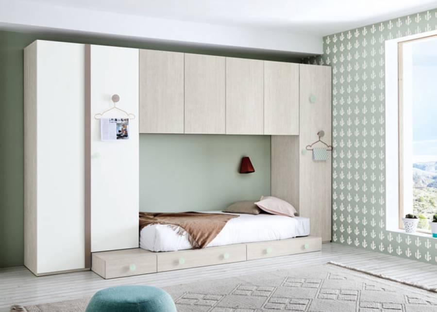 <p>Dormitorio juvenil de l&iacute;nea modular, equipado con una cama baja estilo tatami, compuesta a base de cajones. <br />El ambiente cuenta adem&aacute;s con una serie de armarios, dos con base a suelo y uno apilable, adem&aacute;s de contar con un magnifico altillo de 4 puertas</p>