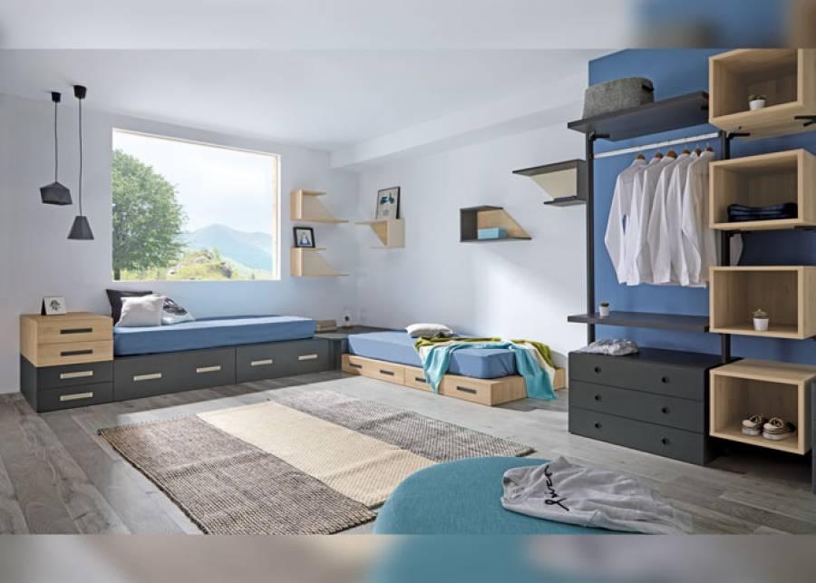 """<p>Habitaci&oacute;n juvenil, equipada con dos camas modulares dispuestas en """"L"""".&nbsp; Los vestidores aereos permiten combinar cajones y barras de colgar, acompa&ntilde;ados con cubos en la parte central, adaptandose a tu espacio, para sacarle partido a cada cent&iacute;metro.</p>"""