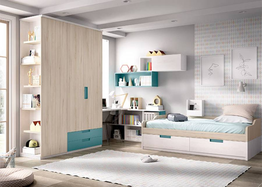 """<p>Dormitorio juvenil compuesto por, cama nido bicolor de estructura fija con ba&uacute;les extra&iacute;bles, sobre la cama se sit&uacute;a un m&oacute;dulo multimedia amurado a pared, con USB y altavoces Bluetooth.</p> <p>Dispone de una amplia zona de estudio compuesta por mesa de trabajo y estanter&iacute;a inferior dispuesta en """"L"""". Completan la zona de estudio, 2 estanter&iacute;as modulares de pared, dispuestas a modo de mural. La habitaci&oacute;n consta de un armario de 2 puertas con cajones inferiores de acceso exterior, y un armario terminal con zapatero.&nbsp;</p>"""