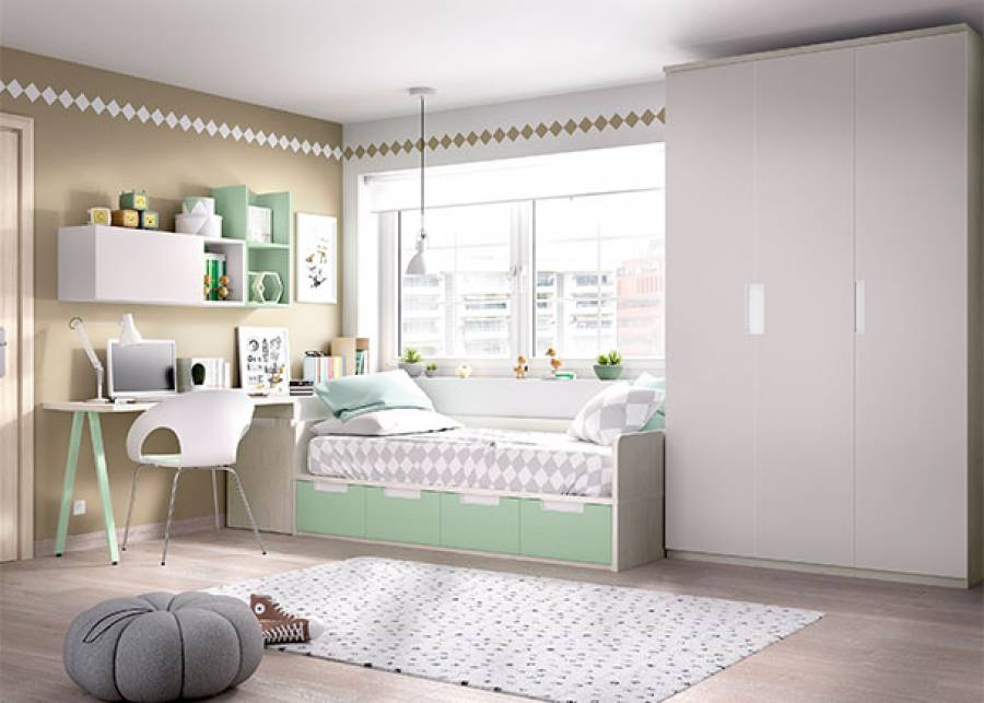 <p>Dormitorio juvenil equipado con, cama nido de estructura fija con base de 4 cajones deslizables, arc&oacute;n zapatero extra&iacute;ble y a los pies de la cama, un armario alto de 3 puertas batientes con cajones interiores. Completa la habitaci&oacute;n, una zona de estudio con mesa de 2 metros y una completa estanter&iacute;a modular, a modo de mural.</p>
