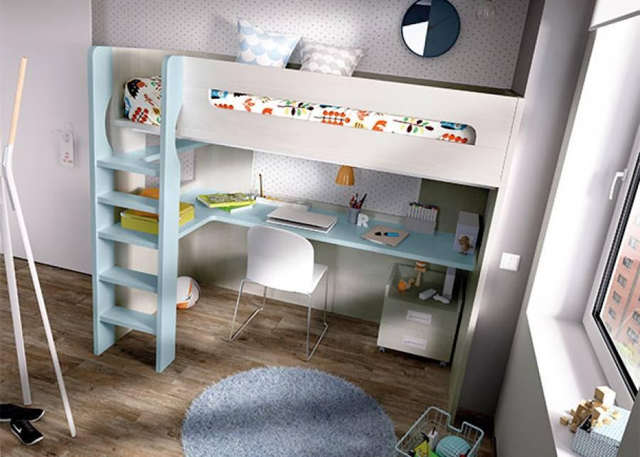 Habitación juvenil con litera de una cama, con escritorio inferior y balda lateral, una opción ideal para espacios reducidos.