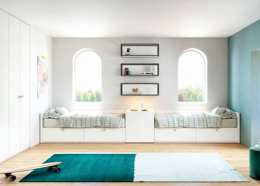 Habitación infantil doble con arcón-escritorio de tapa deslizante como elemento separador. Ambas camas disponen de una base nido con dos grandes c