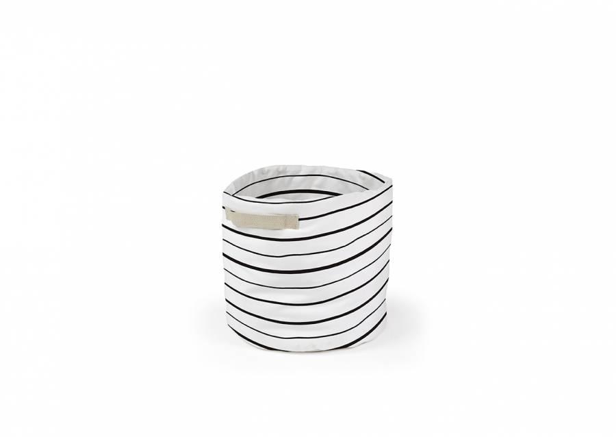 <p>Pr&aacute;ctica cesta plegable, fabricada en tejido de algod&oacute;n 100%, con asas decorativas laterales. Ideal para mantener el orden en orden en el ba&ntilde;o, cocina o el dormitorio de tus hijos.</p> <p>Se fabrica en una &uacute;nica medida de 35 cm de di&aacute;metro x 50 h</p>