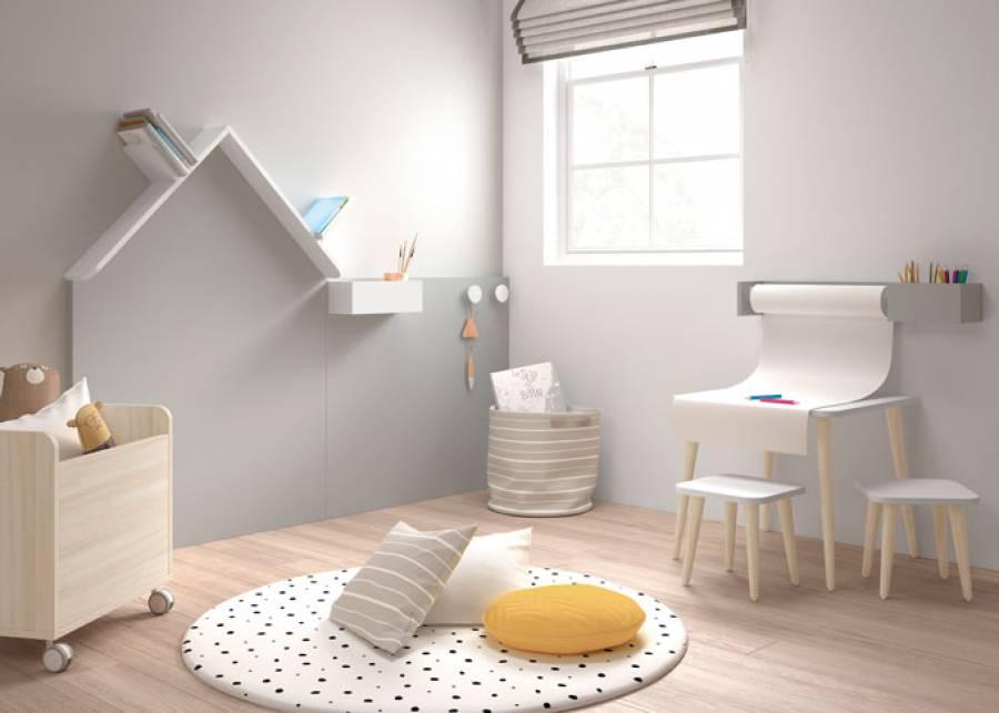 <p>Disponer en nuestras casas de un espacio para juegos, es lo deseable siempre que sea posible.</p> <p>&nbsp;</p> <p>Los ni&ntilde;os necesitan expresarse, y esta bonita pizarra a modo de friso, y con visera definiendo la forma de un tejado, crea un entorno adecuado para los m&aacute;s peque&ntilde;os de la casa.</p> <p>&nbsp;</p>