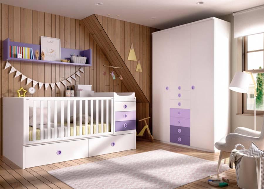 """<h2 style=""""text-align: justify;"""">Escena de dormitorio infantil con cuna convertible</h2> <p style=""""text-align: justify;"""">Armario de 3 puertas con sinfonier de cajones vistos. La cuna es un modelo transformable en cama adulta</p>"""